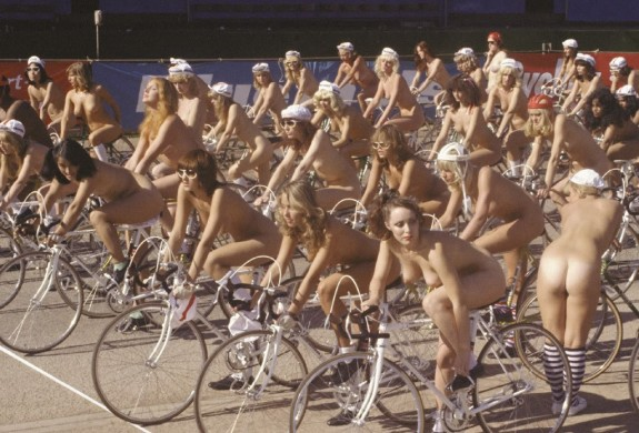 "Immagine tratta dal video dei Queen ""Bicycle Race"""