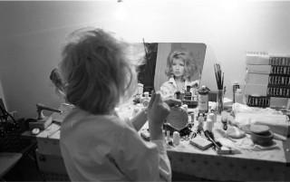 Monica Vitti in camerino durante le riprese del film _L'eclisse_, 1961