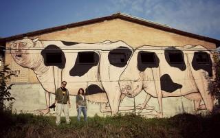 Antonio Libutti davanti al muro di Nemo's per La Sagra della street art a Vedriano