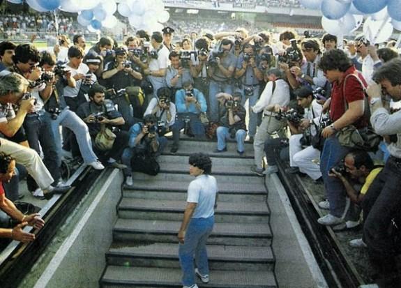 Maradona incontra i tifosi al San Paolo nell'84