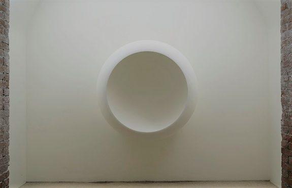 """Anish Kapoor, """"White Dark VIII 2000"""", Palazzo Fortuny"""